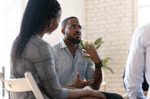 Carta da parati African American man speak at group therapy session