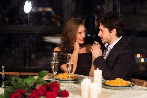 Cuadros en Lienzo SPassionate couple in love enjoying romantic date in restaurant