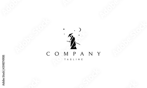 Photo Vector logo on which an abstract image of a samurai composed of geometric shapes under the stars