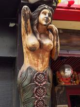 Quarter St. Pauli, Wooden Stat...