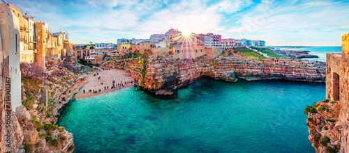 Photo Panoramic spring cityscape of Polignano a Mare town, Puglia region, Italy, Europe