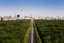 Tiergarten Berlin Mit Blick Au...