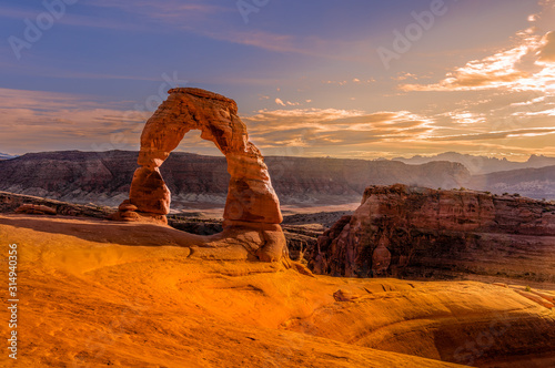 Delicate Arch at Sunset, Arches National Park, Moab, Utah Fotobehang