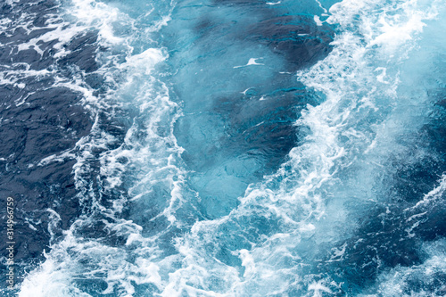 Fotomural Wave create by ship sails pass through the sea water