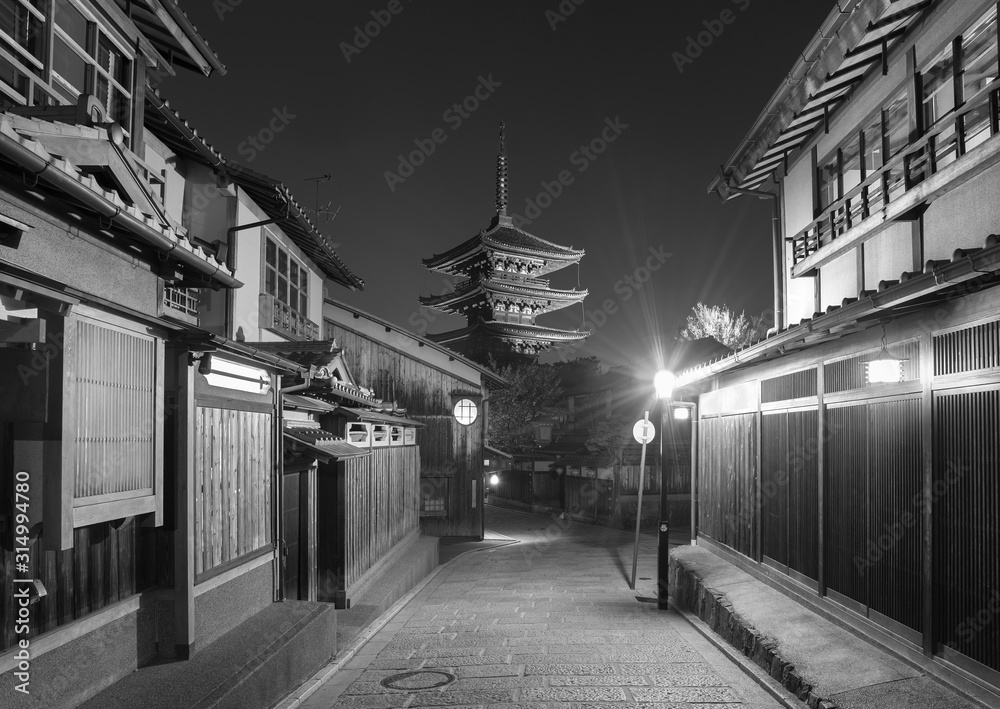 Fototapeta Historical street and Yasaka pagoda in Kyoto, Japan
