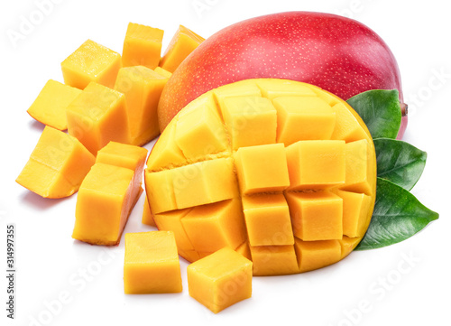 Fotomural Mango fruit with mango cubes. Isolated on a white background.