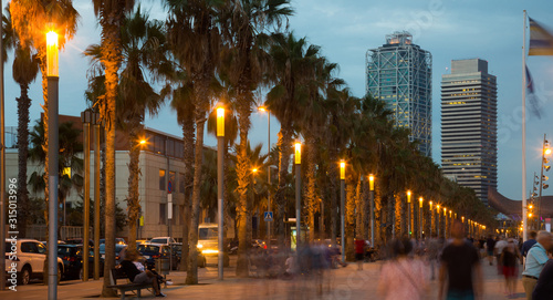 Photo Evening embankment in Barcelona