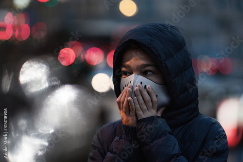 Fototapeta Polluted Air in the City. Wearing protective Mask obraz
