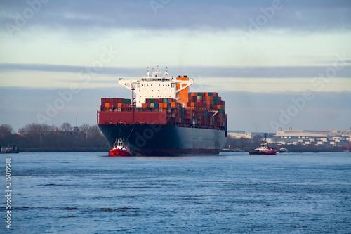 Photo  Container Schiff Elbe Hamburg einlaufen Lotse Pilot Welthandel Umweltverschmutzu