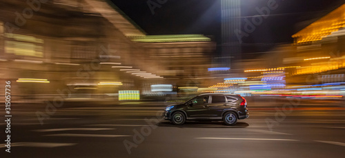 Tableau sur Toile fast moving cars in the night city