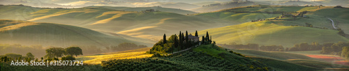 Foto Tuscany - Landscape panorama, hills and meadow, Toscana - Italy
