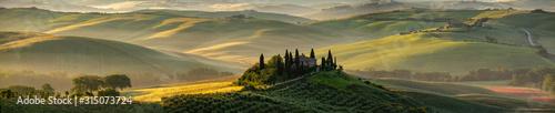 Fotografia Tuscany - Landscape panorama, hills and meadow, Toscana - Italy