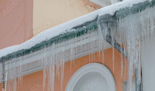 Vintage building icy downpipe and roof with icicles Canvas-taulu
