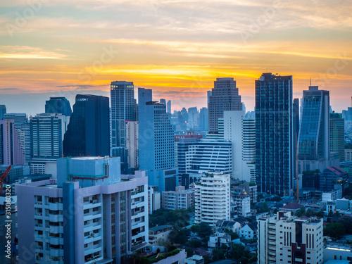 Photo THAILAND, BANGKOK : JANUARY 02,2020 : Bangkok city sunset and light in night tim