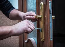 Locksmith Repair Door Lock