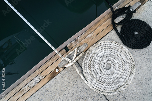 Fotografia Mooring rope twisted into a spiral on a wharf.