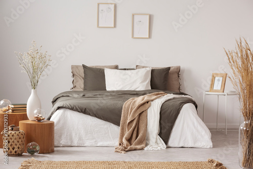 Fototapeta Spacious bedroom interior in beige and olive colour