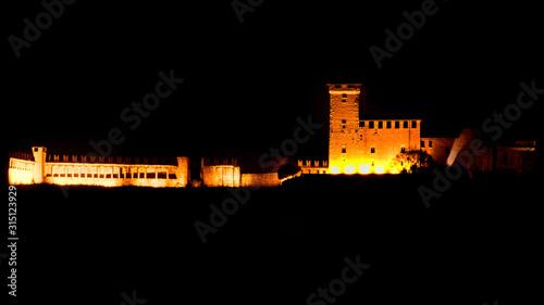 Fotografering Rocca Borromea di Angera (Lombarida - VA) fotografata da Arona (Piemonte - NO)