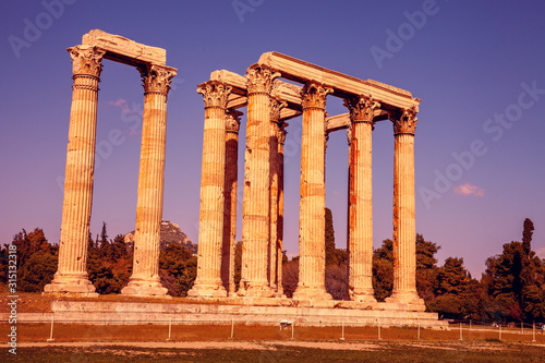 Photo  Temple of Olympian Zeus in evening at sunset, Athens