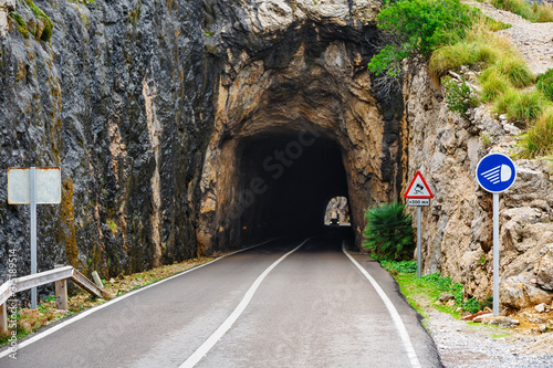Amazing mountain tunnel view Tablou Canvas