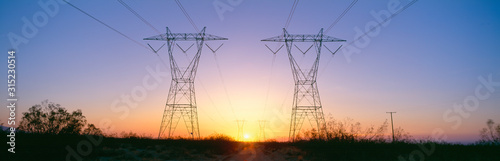 Valokuva Sunset on electrical transmission towers near Lancaster, California