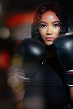 Port Confident Young Woman In Boxing Gloves