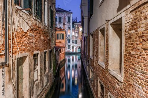ヴェネツィアの路地 夜景 綺麗 © yujistyle