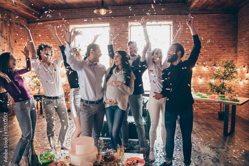 Valokuva Photo of group amazing friends throwing confetti surprise baby party meeting fut