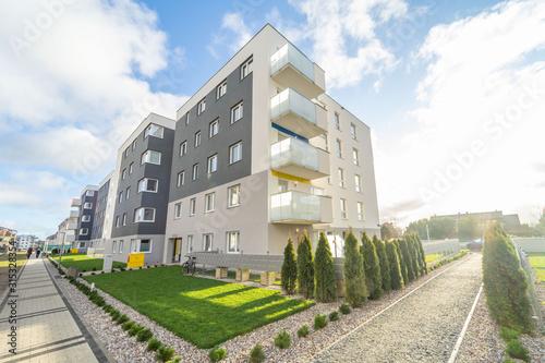 Nieruchomości,Apartament,blok,kamienica,mieszkanie,osiedle Canvas Print