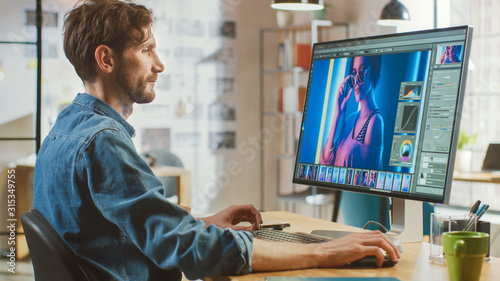 Photo Beautiful Creative Male Video Editor with Beard and Jeans Shirt Works with Footage on His Personal Computer with Big Display