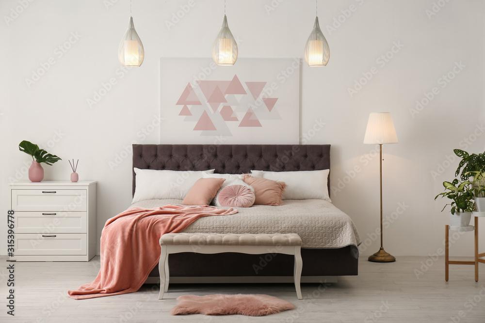 Obraz Stylish room interior with large comfortable bed fototapeta, plakat