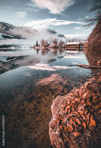 zimowy-krajobraz-z-jeziorem-i