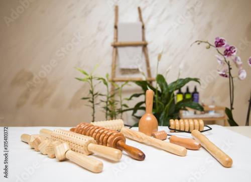 Carta da parati Wooden equipment for anti-cellulite maderotherapy massage