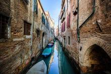 Italy, Venice, Narrow?Venetian...
