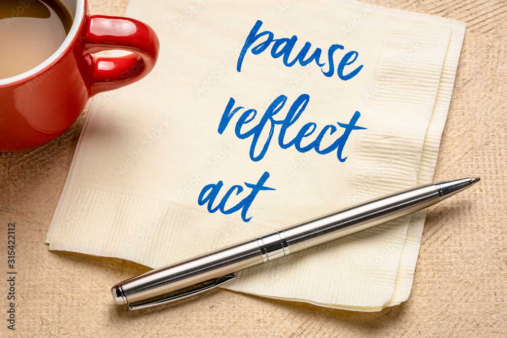 Fototapeta pause, reflect, act concept - words on napkin