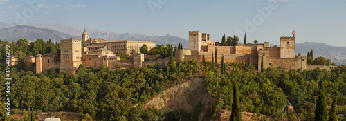 Panoramic view of the Alhambra with Sierra Nevada in the background, Granada, An Fototapet