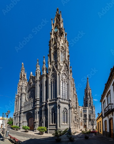 Photo Landscape with Cathedral San Juan Bautista in Arucas, Gran Canaria, Spain