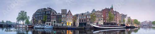 Canvastavla Cityscape of Amsterdam with reflection of buildings on water