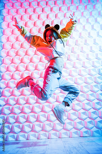 fototapeta na szkło young jumping girl