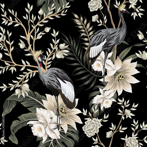 Tapeta czarna  vintage-garden-tree-crane-bird-lotus-flower-floral-seamless-pattern-black-background-exotic-chinoiserie-wallpaper
