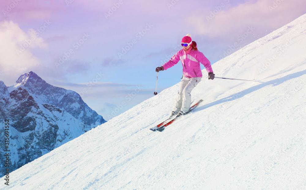 Fototapeta woman skiing  in the mountains