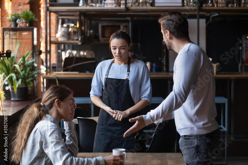 Photo Furious client couple get mad about cafe bad service