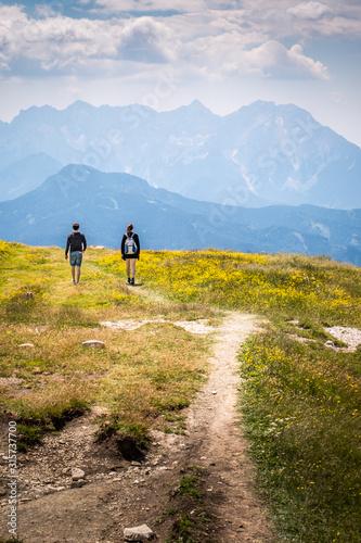 Obraz Hiking couple on mountain Hochobir, Austria, with Kamnik–Savinja Alps - fototapety do salonu