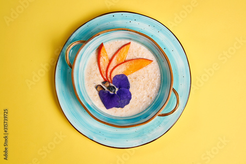 Fotomural healthy Breakfast on a bright background