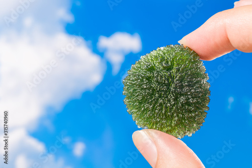 Obraz na plátne Green uncut tektite Moldavite
