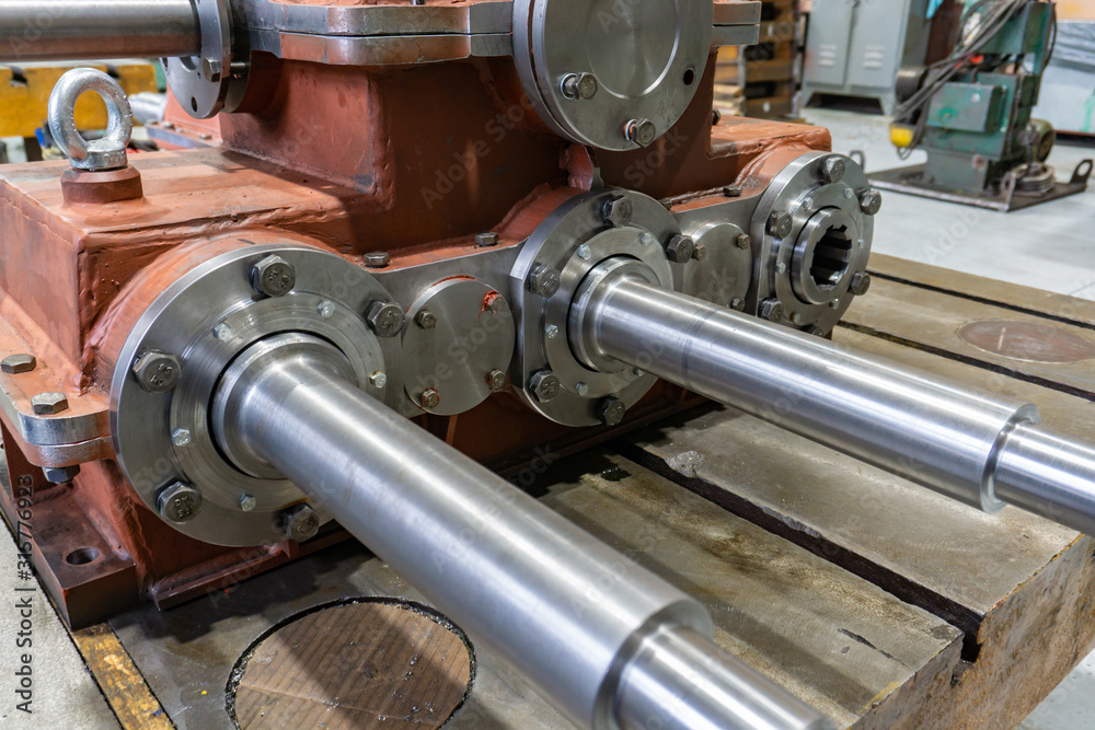 Fototapeta Gearbox assembly, spline shaft with bearing for transmitting the flywheel into motion.