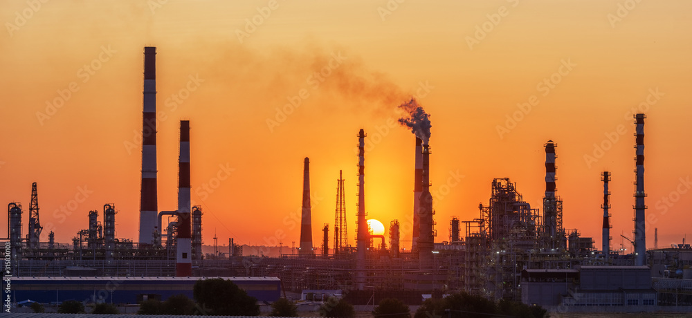 Fototapeta Oil refinery plant at twilight with sky background.