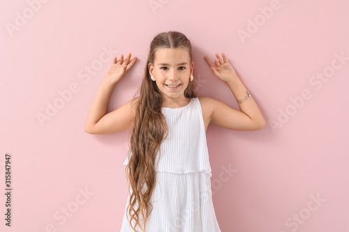 Obraz Cute fashionable girl on color background - fototapety do salonu