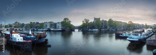 Fotografiet Cityscape of Amsterdam with reflection of buildings on water