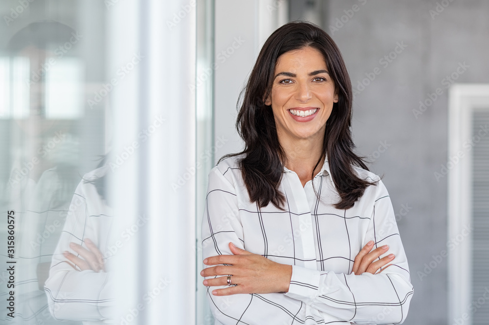 Fototapeta Successful mature business woman looking at camera